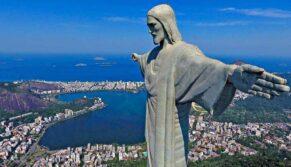 """Papa: Cristo Redentor é um convite à fraternidade, ninguém fique de """"braços cruzados"""""""